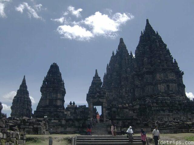Shiva temple the biggest temple in prambanan