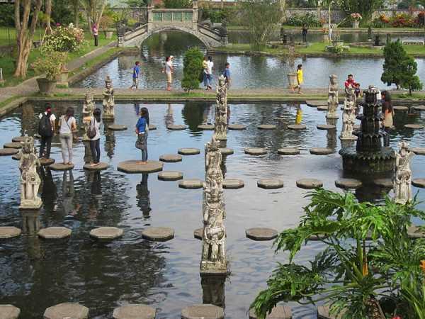Stepping stone around Tirtagangga pond.
