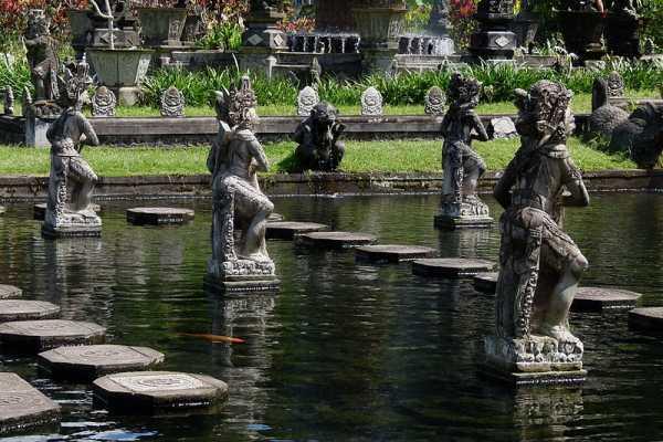 The stepping stone in Tirtagangga Palace