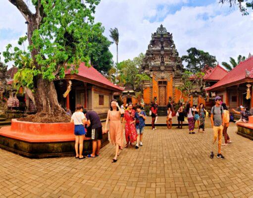 inside istana puri saren