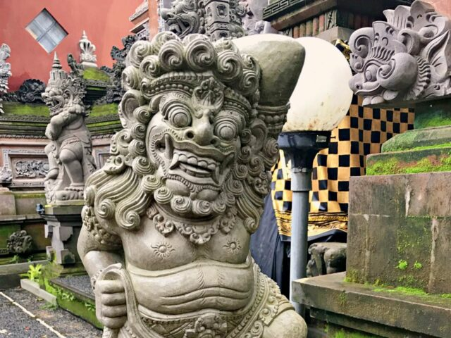 statue in ubud palace