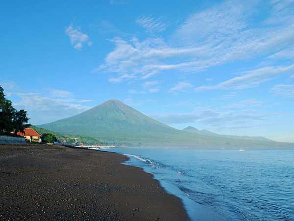 View of the mountain. Img: wikicommons/Ben Godfrey
