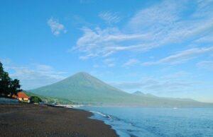 Gunung Agung Puncak tertinggi di Pulau Dewata
