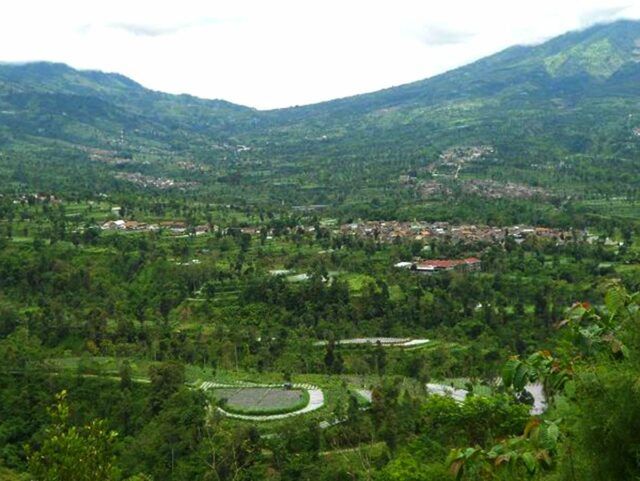 View from Ketep Pass. Img: wikicommons/Ng Min Shen