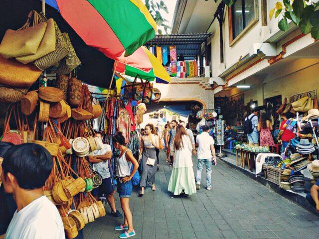 ubud art market souvenir shops