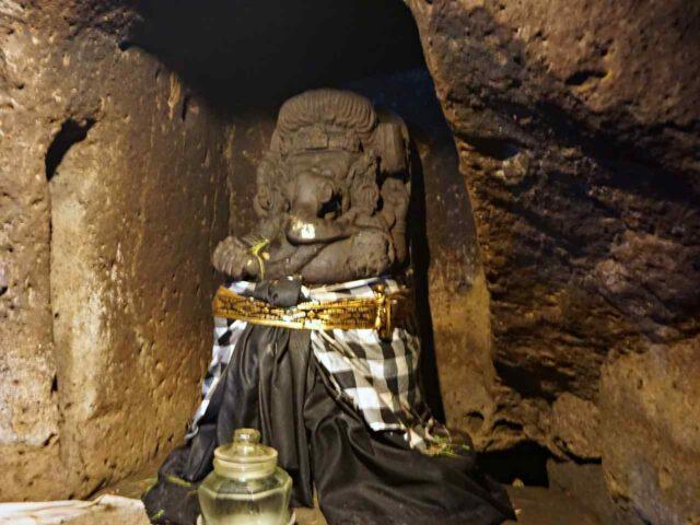 Patung dalam Goa Gajah