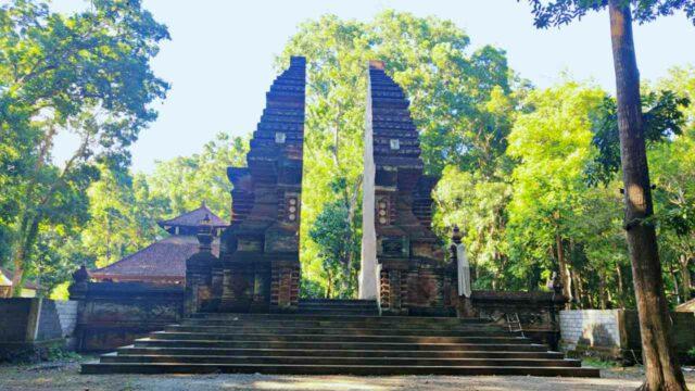 Giri Salaka Temple