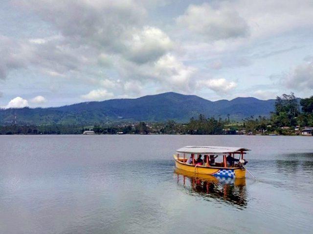 perahu danau cileunca