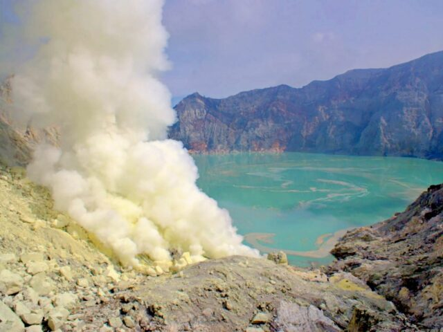 Ijen Aciditic lake