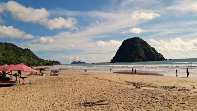 red island beach shoreline