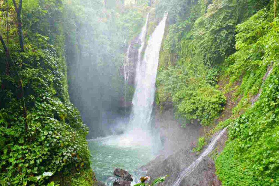 Aling-aling waterfall, Sambangan, Bali
