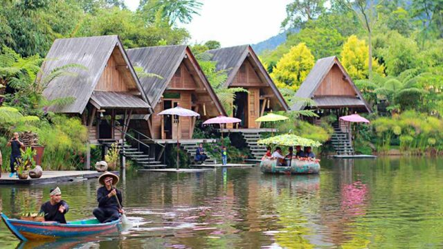 Canoeing, Activity in Dusun Bambu