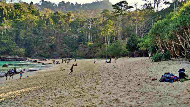 teluk hijau beach