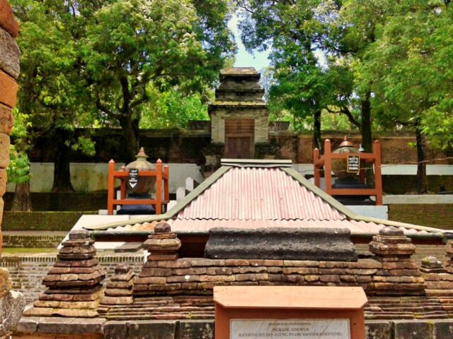 Imogiri Royal cemetery magic water