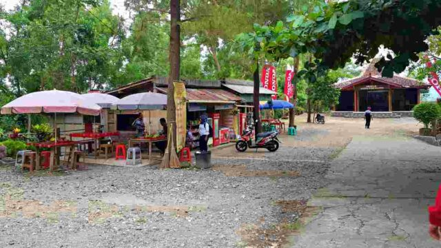 food vendors at kalibiru