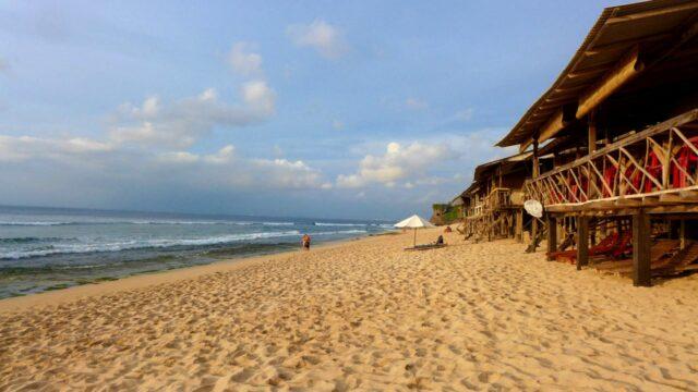 Balangan beach modest cafe