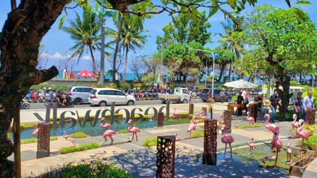 beach walk shopping mall