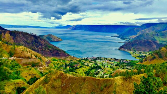 lake toba scenery