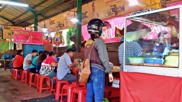 Kreneng night market suckling pig stall