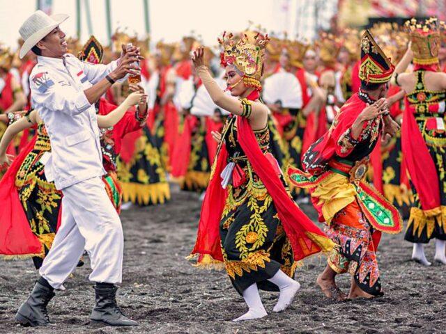 Gandrung Dance Banyuwangi Ethno Carnival