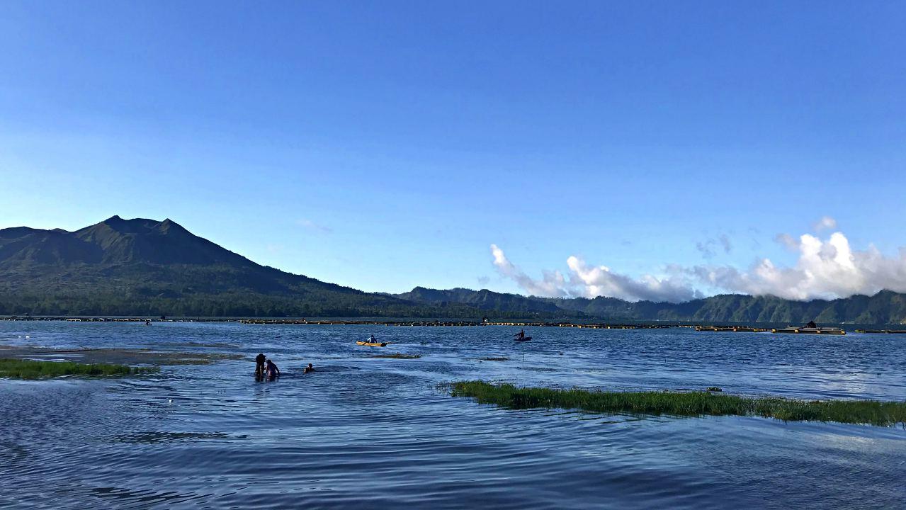 Fishing in lake batur