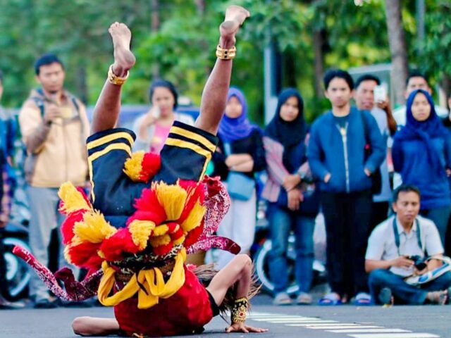 reog dance street performer Jogja International Street Performance