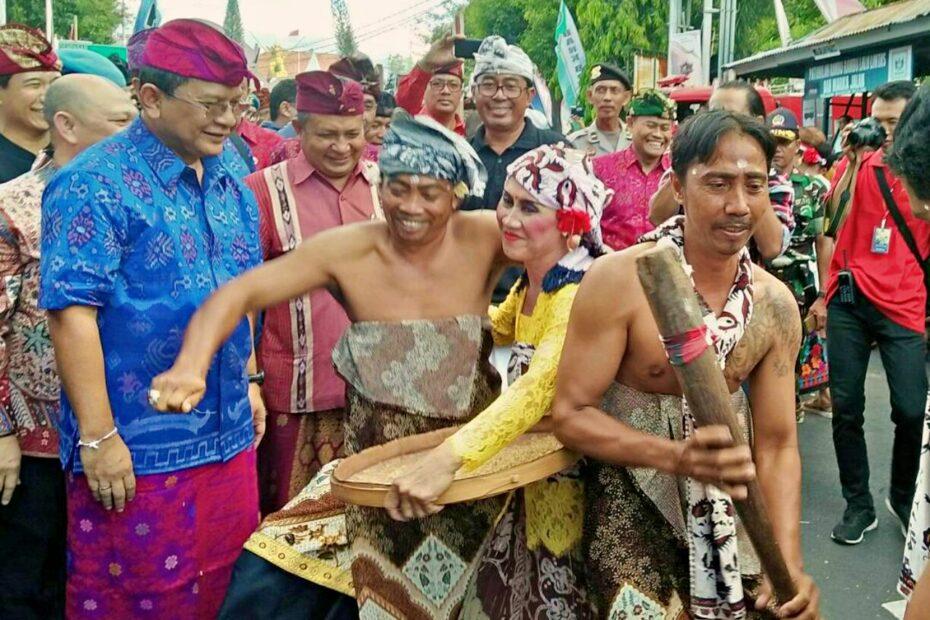 Buleleng Festival Costume Parade