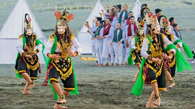 traditional dance performance kasada bromo