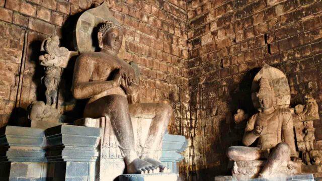 Buddha statues mendut temple