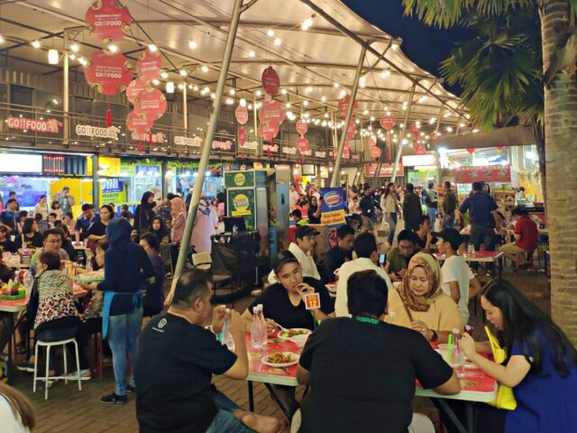 sudirman street food crowds