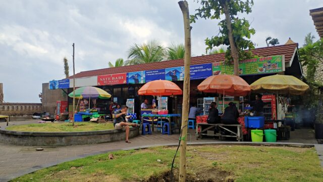 local food vendors near the beach