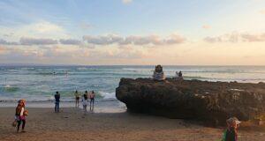 Batu Bolong Beach vibe