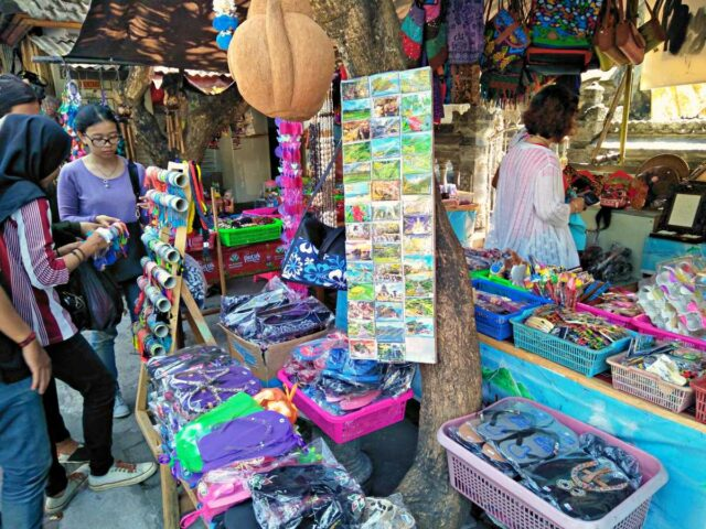 accessories seller