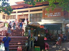 entrance to sukawati art market