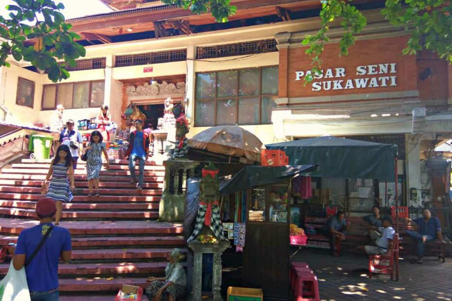 entrance to sukawati art market
