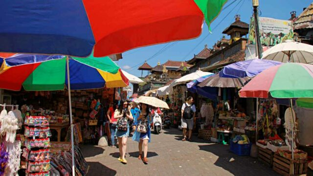 sukawati market alley
