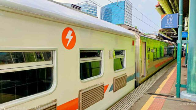 gambir station long distance train