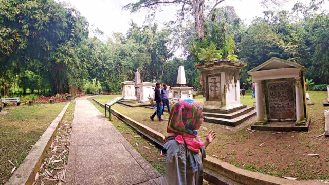 the old dutch cemetery