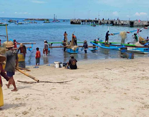 fisherman in jimbaran