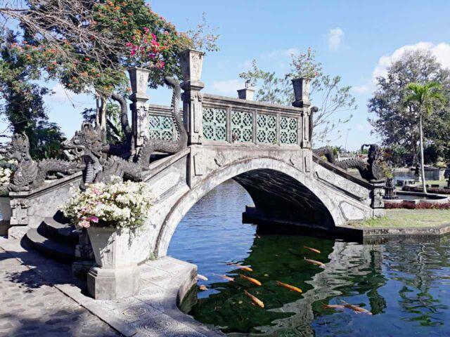 tirtagangga dragon pond bridge