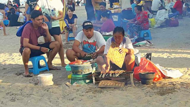 hawkers in sanur beach