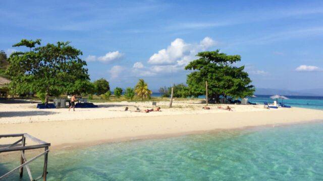 sunbathing in kanawa island
